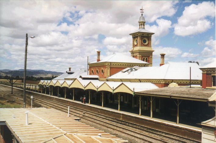 The view of the impressive station building, looking in the direction of Melbourne. The tracks in the foreground are standard gauge.  The broad gauge platform is behind the shelter at the left of the photo.