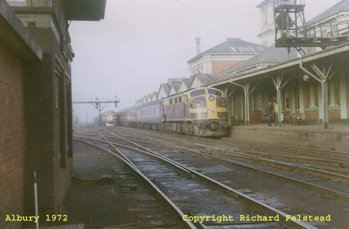 An unidentified 421 class loco at the head of the Sydney-bound Riverina Express service.