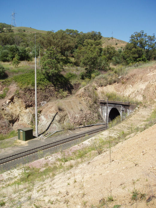 The northern portal of Ardglen Tunnel with Countrynet Train Radio Antenna on the left.