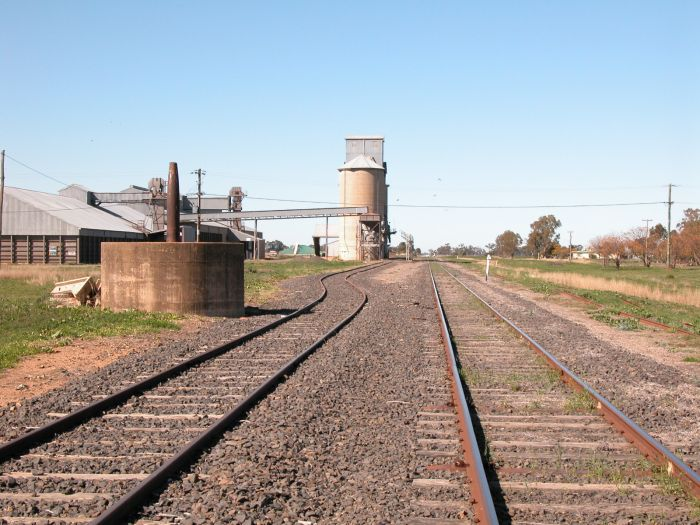 The base of a jib crane and silos mark the location.  The one-time platform was on the right hand side of the main line.