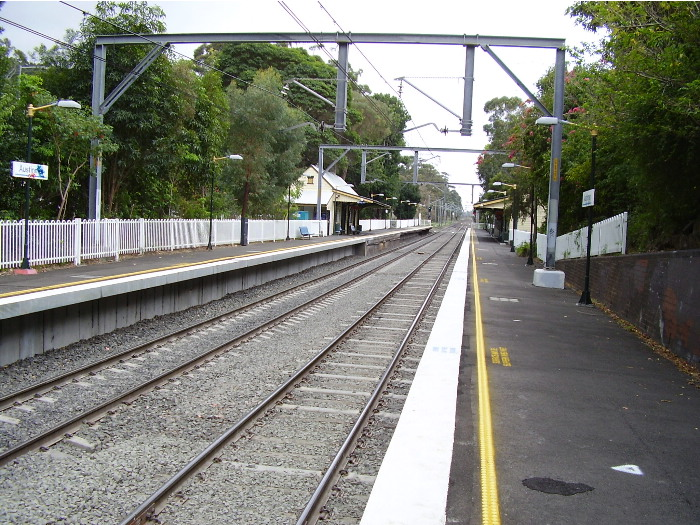 The view of Austinmer station from the down platform looking towards Sydney.
