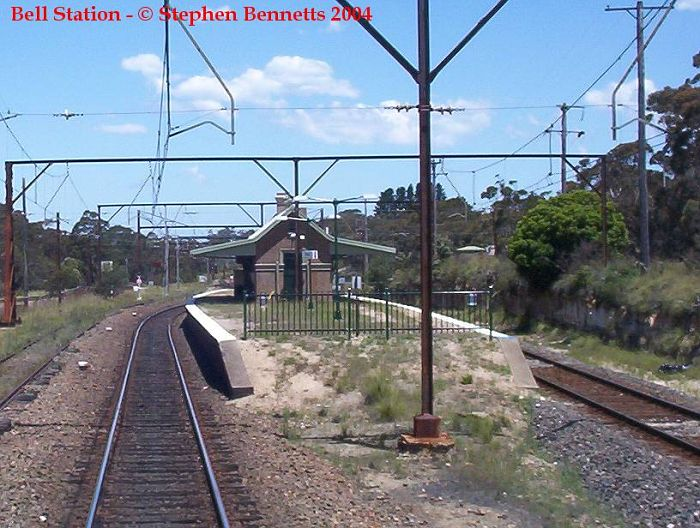 The view approaching the western end of the platforms at Bell from the front of a Sydney-bound service.