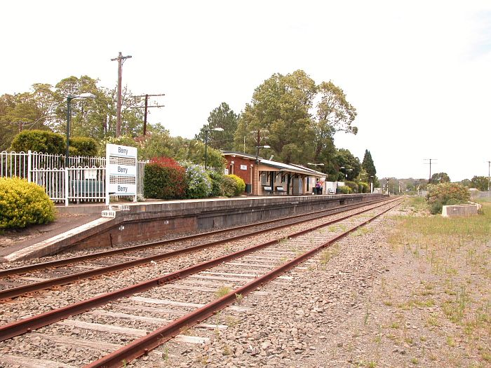 The view of the station looking in the direction of Wollongong.