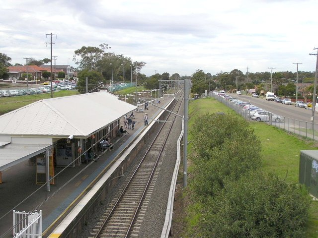Beverly Hills station, south side, looking east from King Georges Rd.