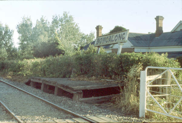 The short wooden Bongalong platform in 1980 with its leaning sign.