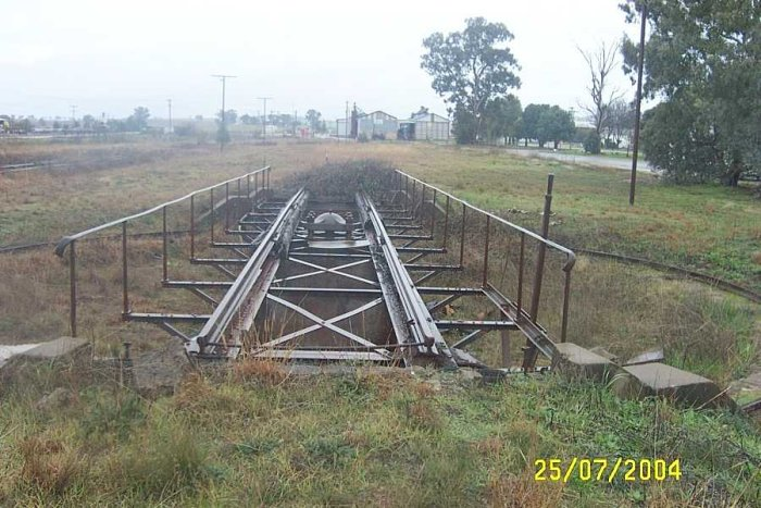 The turntable is still present and in good condition and in the same position as the 1922 diagram, although the track has been lifted leading up to it.