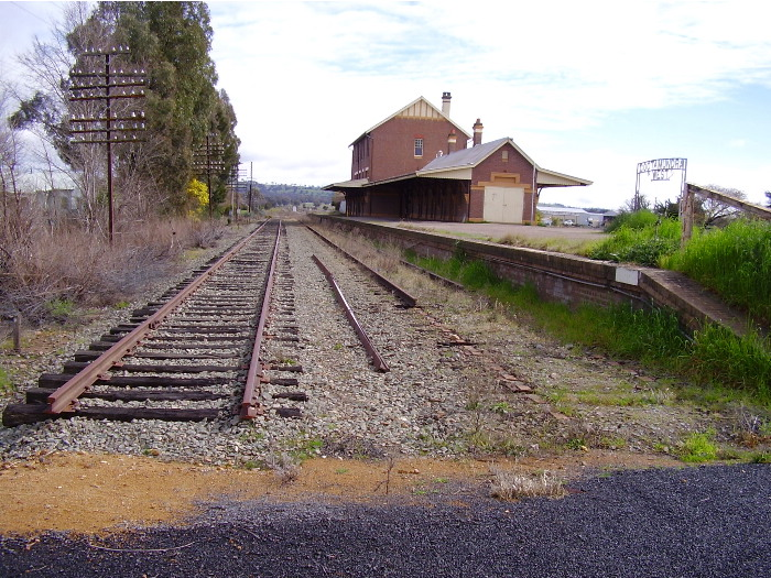 The back platform and dead ends at Cootamundra West.