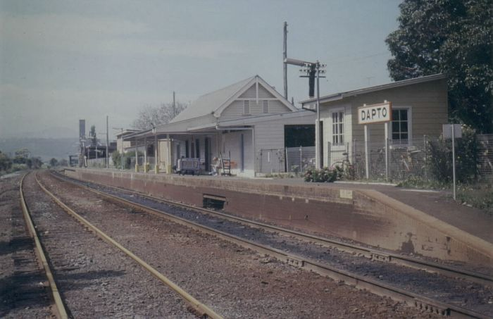 Dapto Station was a crossing point for the diesel railcars which served this section of the branch.