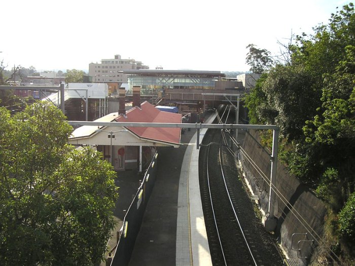 Looking north from Epping Road overpass, showing the citybound platform.