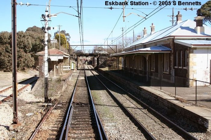 The view from track level of Eskbank Station looking west towards Lithgow station.