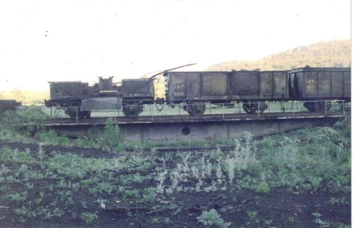 The turntable is being used to store several wagons.