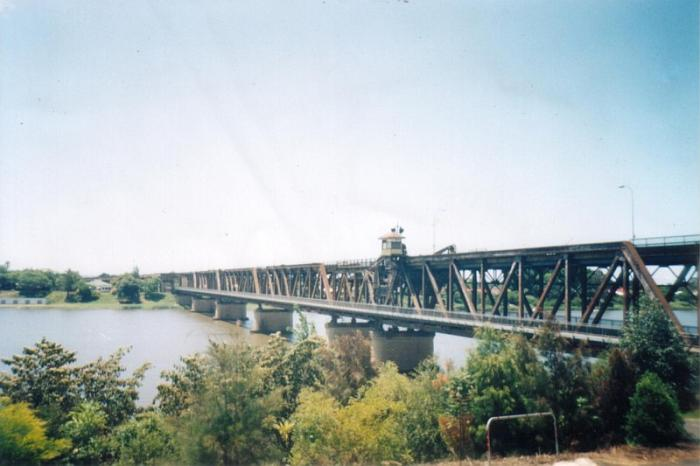 A view of the Grafton road/rail bridge. This is the view looking north.