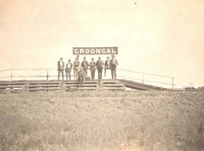 A shot of the rudimentary platform taken by Oliver Dickson Hill, a travelling sheep station expert around 1920. The men on the platform are likely to be shearers.