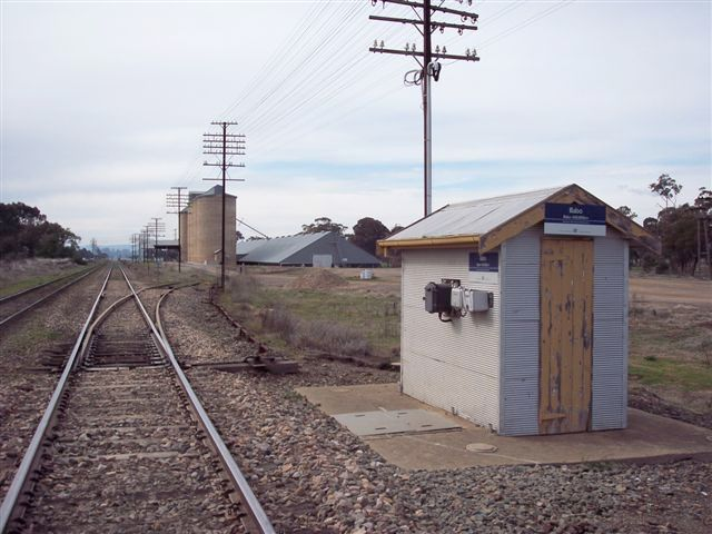 The view of the location looking north.  The one-time station was located on either side of the line, beyond the silos.