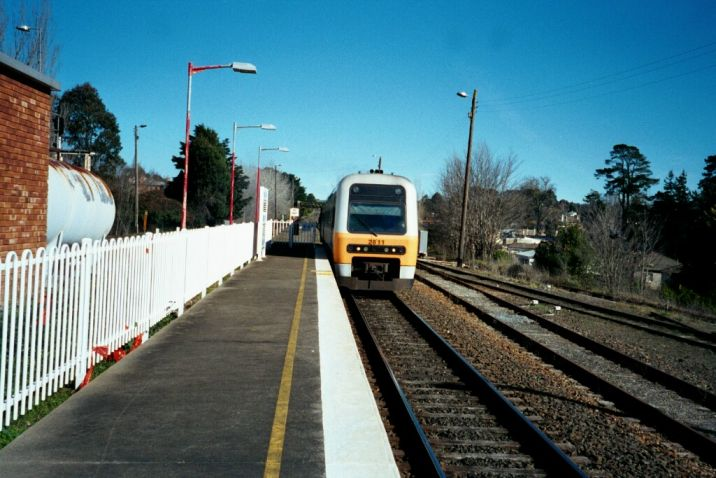 A Campbelltown-bound Endeavour approaches its stop on the up platform.