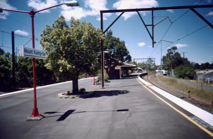 The view along the platform looking towards Sydney.