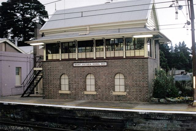 A closer view of the signal box.