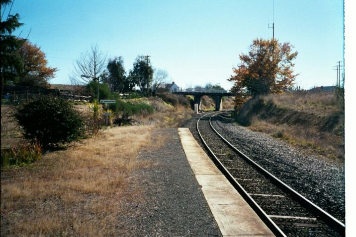 The view from the end of the platform, looking in the direction of Blayney.
