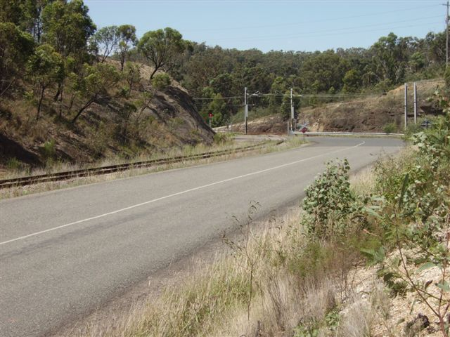 The northern leg of the triangle junction as it curves northward to join the main line a few hundred metres north of Fassifern Station.