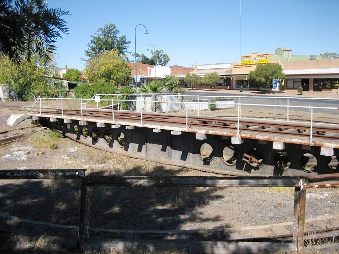 A side-on view of the operational turntable in the yard just north of Nyngan station.