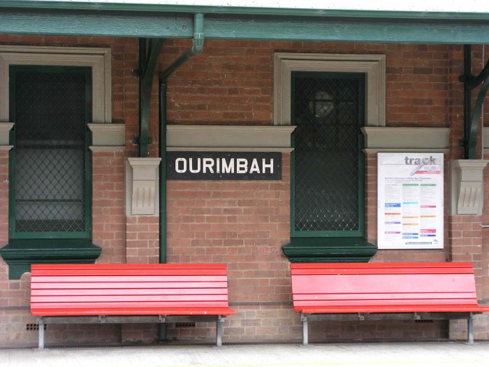 An unusual station name board.