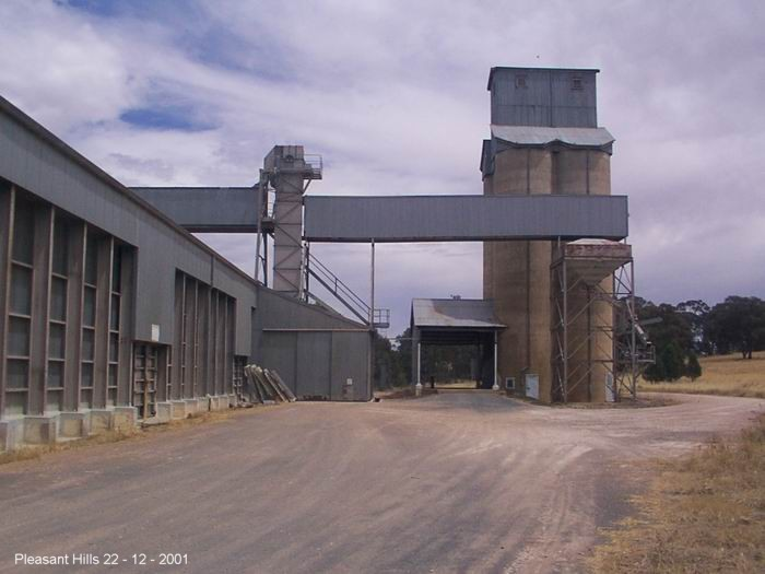 View of the silos, still used by Graincorp. The tracks have been covered by gravel.