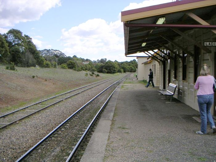 The vioew looking down along the platform towards Moss Vale.