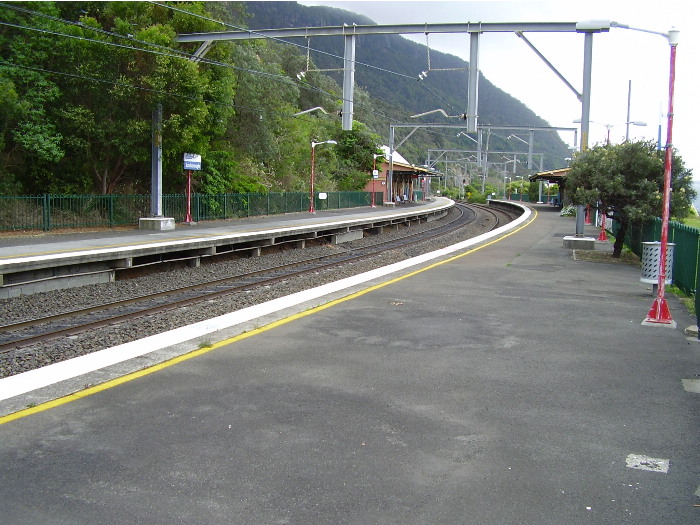 The view from the down platform at Scarborough station looking toward Sydney.