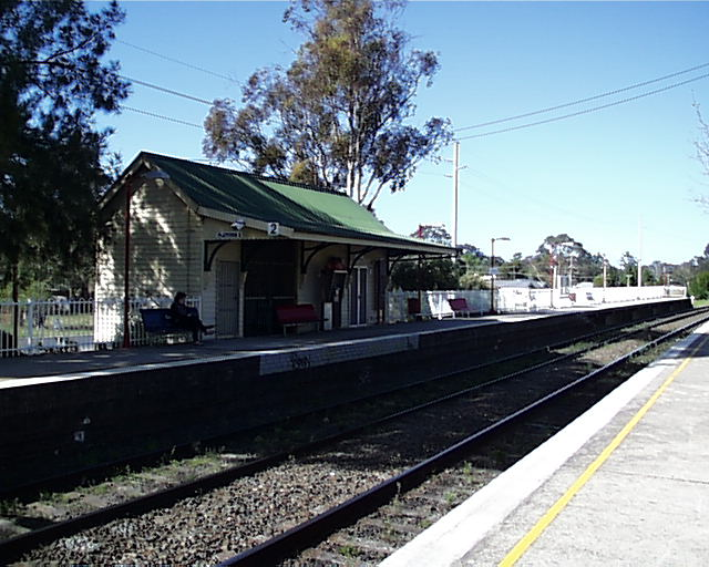 A sunny view of Tahmoor station.