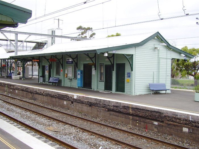 The waiting room and station building on the island platform at Thirroul.