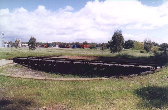 This standard-gauge turntable is still present, north-west of the station.