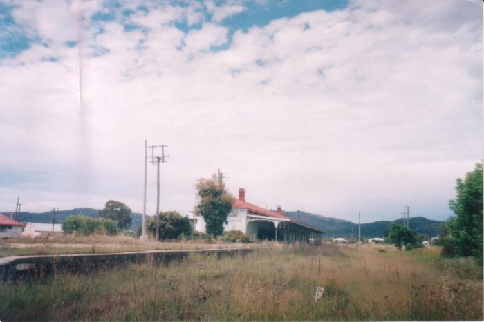 The view of the New South Wales platform at Wallangarra, viewed from the NSW end.