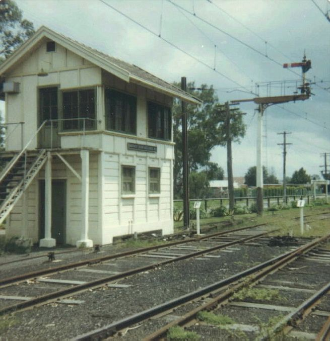 The Warwick Farm Racecourse Signal Box sat opposite the up end of the the platform.  The tracks from left to right are the dead-end Car Siding, the crossover from the Run Around Siding and the Platform Road.