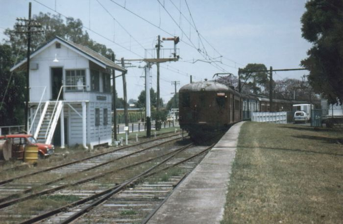 A mid-week Warwick Farm single deck racetrain approaches the grassy platform in 1986. The Signal Box only used on race days and contained 20 levers. Lever 17 had the key for Frame B which controlled the points for the horse dock siding.