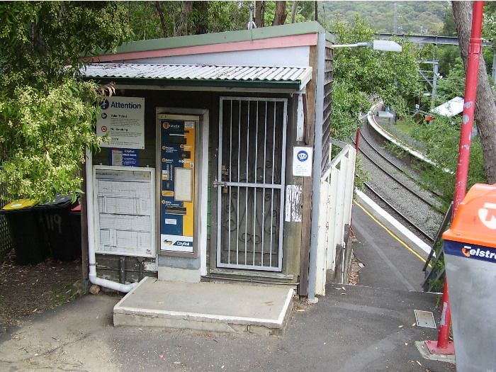 The ticketing and staff facilities are basic - a weatherboard shed at the Sydney end of the down platform.